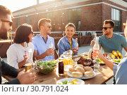 Купить «happy friends with drinks or bbq party on rooftop», фото № 30791024, снято 2 сентября 2018 г. (c) Syda Productions / Фотобанк Лори