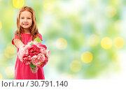 Купить «happy red haired girl with flowers», фото № 30791140, снято 9 марта 2019 г. (c) Syda Productions / Фотобанк Лори