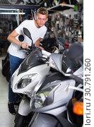 Купить «Man is choosing new motorcycle», фото № 30791260, снято 17 июля 2017 г. (c) Яков Филимонов / Фотобанк Лори