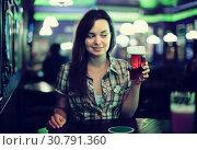 Girl with beer glass. Стоковое фото, фотограф Яков Филимонов / Фотобанк Лори