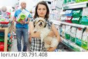 Portrait of smiling woman with dog in pet store, looking dry food. Стоковое фото, фотограф Яков Филимонов / Фотобанк Лори