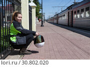 Купить «Woman motorcyclist waiting train at railroad station, travel under own power after bike freight shipment», фото № 30802020, снято 16 июня 2018 г. (c) Кекяляйнен Андрей / Фотобанк Лори