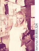 Купить «Woman buying long necklace», фото № 30803324, снято 21 мая 2019 г. (c) Яков Филимонов / Фотобанк Лори