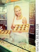 Купить «woman seller showing bracelets», фото № 30803328, снято 21 мая 2019 г. (c) Яков Филимонов / Фотобанк Лори