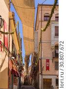 Купить «Толедо, Испания. Улица старого города с праздничным украшениями», фото № 30807672, снято 25 июня 2017 г. (c) Rokhin Valery / Фотобанк Лори