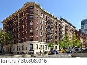 Morningside Heights, 3078 Broadway. Residential house built in 1926. New York City (2019 год). Редакционное фото, фотограф Валерия Попова / Фотобанк Лори