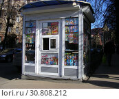 Купить «Газетный киоск. Улица Маршала Бирюзова. Район Щукино. Город Москва», эксклюзивное фото № 30808212, снято 13 марта 2015 г. (c) lana1501 / Фотобанк Лори