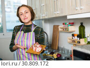 Купить «Woman cooking pork ribs», фото № 30809172, снято 6 ноября 2018 г. (c) Яков Филимонов / Фотобанк Лори