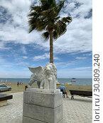 Купить «Мраморный лев, подаренный городом Венеция городу Ларнаке, установлен на набережной Финикудес», фото № 30809240, снято 11 мая 2019 г. (c) Irina Opachevsky / Фотобанк Лори