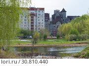 Купить «Small pond overlooking a beautiful house in Tyumen, Russia», фото № 30810440, снято 8 мая 2019 г. (c) Землянникова Вероника / Фотобанк Лори