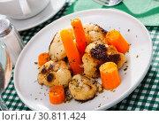 Купить «Vegetarian dish with cauliflower and carrot», фото № 30811424, снято 16 июня 2019 г. (c) Яков Филимонов / Фотобанк Лори