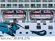 Купить «Multiple deck of Cruise Liner Norwegian Jewel with lifeboats aboard ship», фото № 30818276, снято 10 мая 2019 г. (c) А. А. Пирагис / Фотобанк Лори