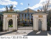 Moscow, Russia -May 4. 2019. Embassy of the Republic of Armenia in Armenian Lane. Редакционное фото, фотограф Володина Ольга / Фотобанк Лори