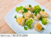 Купить «Fish balls of different white fish at plate with brokkoli, dish of Norwegian cuisine», фото № 30819684, снято 16 июля 2019 г. (c) Яков Филимонов / Фотобанк Лори
