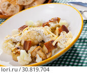 Купить «Cauliflower with potatoes and brisket meat served with cheese sauce», фото № 30819704, снято 16 июня 2019 г. (c) Яков Филимонов / Фотобанк Лори