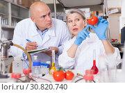 Купить «Biochemists recording experimental procedure and results», фото № 30820740, снято 24 января 2019 г. (c) Яков Филимонов / Фотобанк Лори