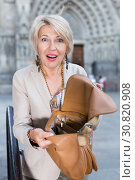 Купить «Mature female is displeased of theft from her bag», фото № 30820908, снято 3 сентября 2017 г. (c) Яков Филимонов / Фотобанк Лори