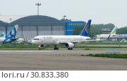 Купить «Airliner taxiing before departure», видеоролик № 30833380, снято 4 мая 2019 г. (c) Игорь Жоров / Фотобанк Лори