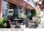 Купить «Терраса кафе в Стамбуле, Турция», фото № 30840776, снято 10 января 2013 г. (c) Светлана Колобова / Фотобанк Лори