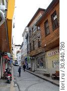 Купить «Стамбул, Турция, городской пейзаж. Узкая улочка с деревянными домами», фото № 30840780, снято 22 декабря 2015 г. (c) Светлана Колобова / Фотобанк Лори