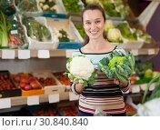 Купить «Woman choosing broccoli and cauliflower», фото № 30840840, снято 20 апреля 2019 г. (c) Яков Филимонов / Фотобанк Лори