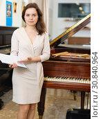 Купить «Female assistant or customer at piano music store», фото № 30840964, снято 16 апреля 2019 г. (c) Яков Филимонов / Фотобанк Лори