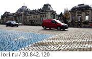 Купить «Road with blue marking zone for disabled parking», видеоролик № 30842120, снято 24 ноября 2017 г. (c) Aleksandr Sulimov / Фотобанк Лори