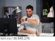 Купить «businessman using voice command on smart watch», фото № 30845276, снято 25 января 2019 г. (c) Syda Productions / Фотобанк Лори