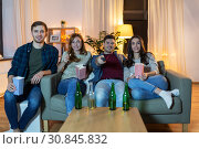 Купить «friends with beer and popcorn watching tv at home», фото № 30845832, снято 22 декабря 2018 г. (c) Syda Productions / Фотобанк Лори