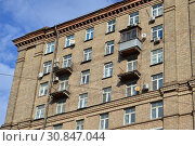 Купить «Одинадцатиэтажный четырёхподъездный кирпичный жилой дом, построен в 1957 году. Улица Беговая, 7. Район Беговой. Москва», эксклюзивное фото № 30847044, снято 9 марта 2015 г. (c) lana1501 / Фотобанк Лори