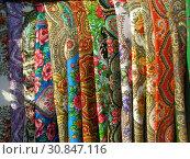 Купить «Шерстяные платки с павловопосадским узором», эксклюзивное фото № 30847116, снято 20 марта 2015 г. (c) lana1501 / Фотобанк Лори