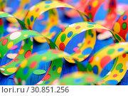 Hintergrund Detail mit Luftschlangen und Konfetti für Karneval. Стоковое фото, фотограф Zoonar.com/Wolfilser / easy Fotostock / Фотобанк Лори