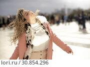 Купить «Sanguine loose woman dancing at Espl. du Trocadéro, in Paris, France.», фото № 30854296, снято 9 марта 2019 г. (c) age Fotostock / Фотобанк Лори