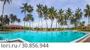 Купить «Панорама плавательного бассейна отеля на берегу Индийского океана. Sanmali Beach Hotel, Marawila, Шри-Ланка», фото № 30856944, снято 22 апреля 2019 г. (c) Владимир Сергеев / Фотобанк Лори
