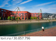 State Archive NRW in the Inner Harbour Duisburg, Ruhr Area, North Rhine-Westphalia, Germany (2019 год). Стоковое фото, агентство Caro Photoagency / Фотобанк Лори