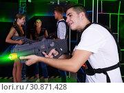 Купить «guy holding laser pistol playing laser tag game», фото № 30871428, снято 27 августа 2018 г. (c) Яков Филимонов / Фотобанк Лори