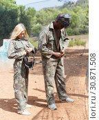 Купить «Male and female paintball players dressing camouflages», фото № 30871508, снято 11 августа 2018 г. (c) Яков Филимонов / Фотобанк Лори