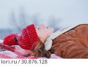 Купить «teen girl on plaid in snow», фото № 30876128, снято 11 января 2019 г. (c) Майя Крученкова / Фотобанк Лори