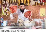 Купить «assistant demonstrating prosciutto», фото № 30876432, снято 16 ноября 2016 г. (c) Яков Филимонов / Фотобанк Лори