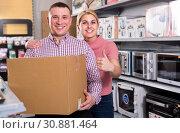 Купить «Couple with packed purchases in household appliances section», фото № 30881464, снято 1 марта 2018 г. (c) Яков Филимонов / Фотобанк Лори