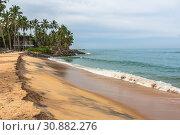 Купить «Волны Индийского океана набегают на пустынный песчаный пляж. Шри-Ланка. Sanmali Beach, Sri Lanka», фото № 30882276, снято 21 апреля 2019 г. (c) Владимир Сергеев / Фотобанк Лори