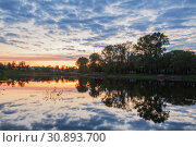 Купить «Река Вологда на закате», фото № 30893700, снято 16 мая 2019 г. (c) Юлия Бабкина / Фотобанк Лори