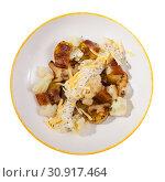 Купить «Top view of baked potatoes with cauliflower, bacon, cheese sauce», фото № 30917464, снято 15 июня 2019 г. (c) Яков Филимонов / Фотобанк Лори