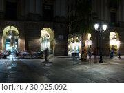 Купить «Night illumination of Royal square in Barcelona», фото № 30925092, снято 18 июля 2016 г. (c) Яков Филимонов / Фотобанк Лори