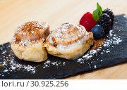 Купить «Sweet cinnabon rolls with powdered sugar served with berries at plate», фото № 30925256, снято 25 июня 2019 г. (c) Яков Филимонов / Фотобанк Лори