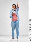 Купить «happy african american woman over grey background», фото № 30933128, снято 2 марта 2019 г. (c) Syda Productions / Фотобанк Лори