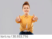 Купить «smiling red haired teenage girl showing thumbs up», фото № 30933716, снято 28 февраля 2019 г. (c) Syda Productions / Фотобанк Лори
