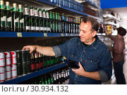 European selecting a beer at the grocery store. Стоковое фото, фотограф Яков Филимонов / Фотобанк Лори