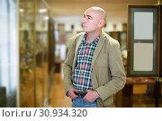Man looking to arts objects in museum hall. Стоковое фото, фотограф Яков Филимонов / Фотобанк Лори