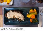Купить «Plate of tasty entrecote», фото № 30934504, снято 17 июля 2019 г. (c) Яков Филимонов / Фотобанк Лори